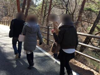 散策中のグループ