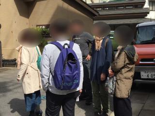 伊香保温泉散策中のグループ